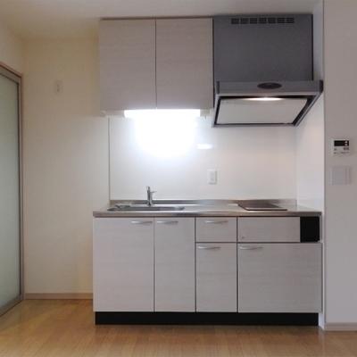 キッチンはIHコンロが2口付いています。