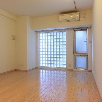 ガラスブロックがいい具合に※写真は近いタイプのお部屋です。
