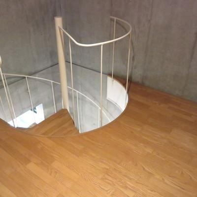 螺旋階段前の自由なスペース※写真は別部屋