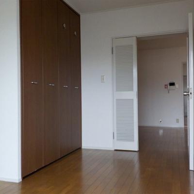 寝室2。こちら収納があります。