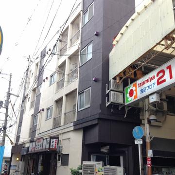 商店街の端にあります。
