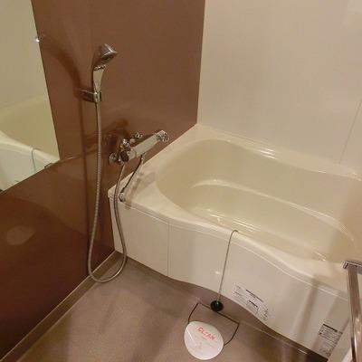お風呂は広めな