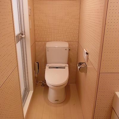 トイレは洗面所にあり。
