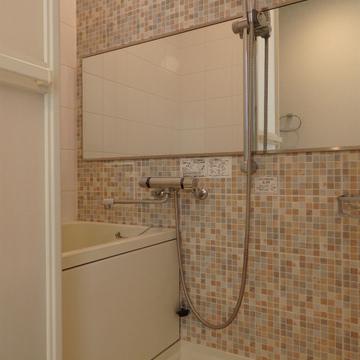 お風呂の壁タイルもハイカラ