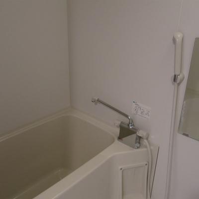 お風呂シンプルですね
