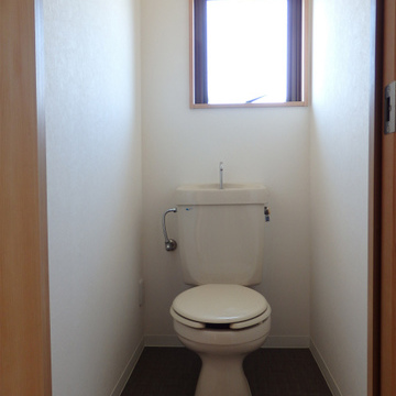 トイレには明るさを。採光部がほんとうに多い。