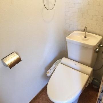 ウォシュレット付きのトイレ