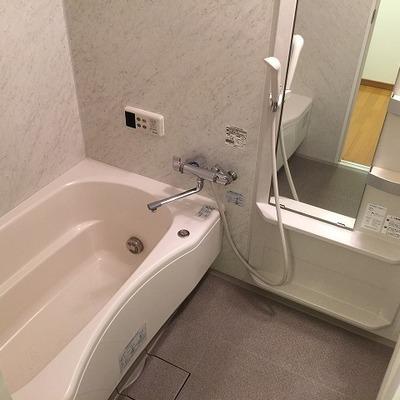 お風呂にはちょっとした懐かしさ。広くて使いやすそうです