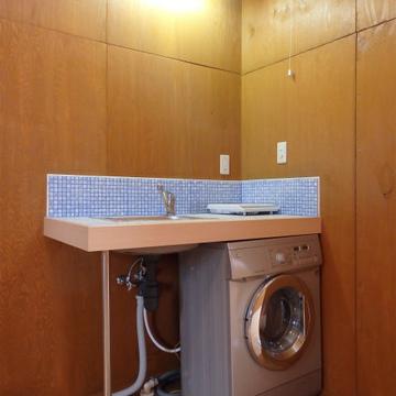 キッチン下に洗濯機付き。初期費用が少し浮きますね