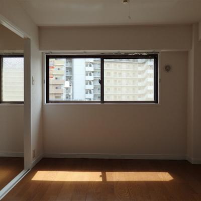 2階部分。全てのお部屋に窓。