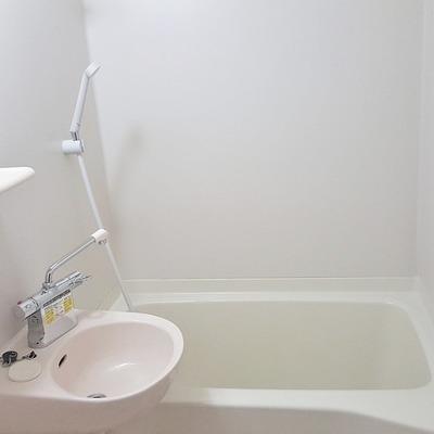 洗面台付浴室。入浴と一緒に歯磨きもそのままできますね。