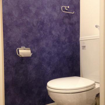 どこかのお店のトイレみたいな内装。こちらも新品。