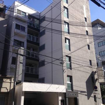 築46年のマンション。ご紹介するのは4階のお部屋です。