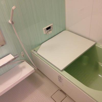 お風呂。広い上にきれいです。