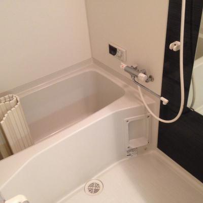 広めのお風呂。追い焚きは付いていません。