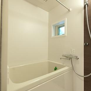 お風呂は浴室乾燥付き