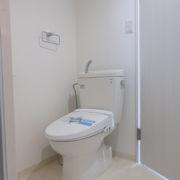 洗面台とトイレは同じスペースにあります。