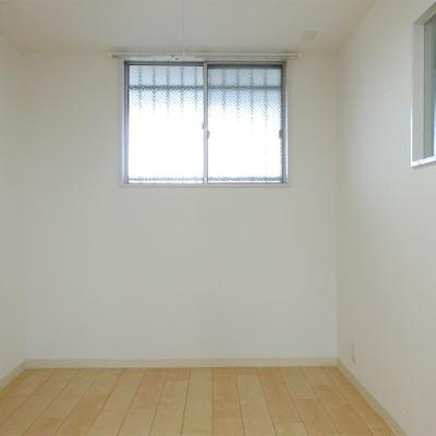 こちらのお部屋は4.2帖と正直狭め。