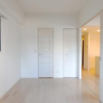 こちらのお部屋は5帖ほどの広さ。