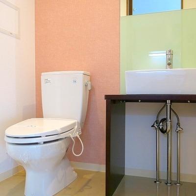 洗面台とトイレは同じ場所に。