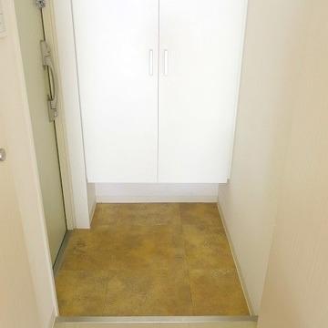 玄関はちゃんと靴箱あります