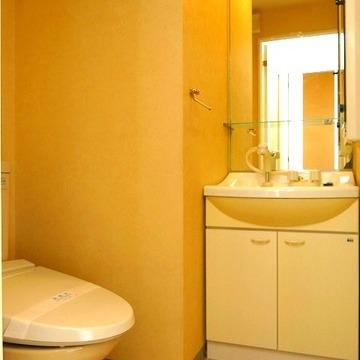 洗面台とトイレは一緒のスペースに。