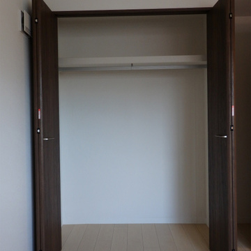 クローゼット。5.5帖の部屋2つにそれぞれ付いています。