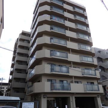 9階建てのしっかりしたマンション。