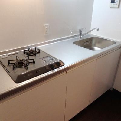 2口ガスコンロのキッチン。清潔感がありました。