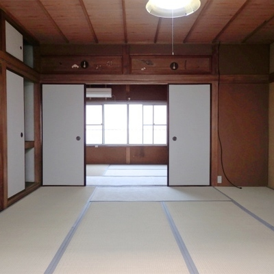 こちらは2階。畳のお部屋が二つ。
