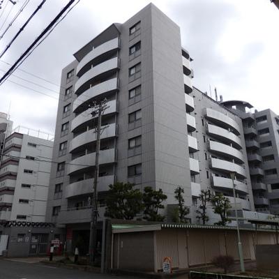 9階建ての非常に大きなマンションです。