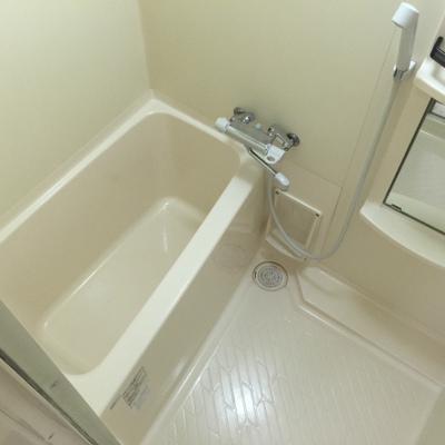 コンパクトなお風呂。