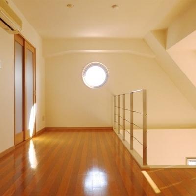 2階部分。奥の扉がクローゼットです。