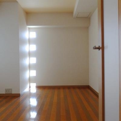 1階の洋室。こっちは仕事部屋にしようかな?