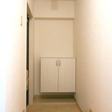 玄関はくつ箱がついています