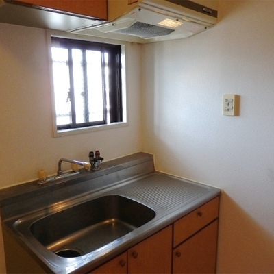 キッチンはガスコンロ置き型。