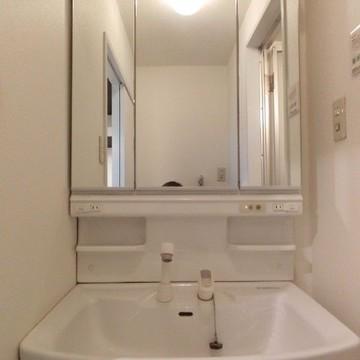 シンクゆったりの洗面台ですね。