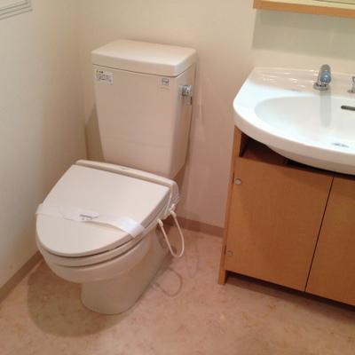 トイレ&洗面台(写真は1階のお部屋です)