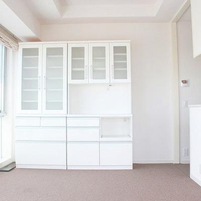 全体的に白に統一された内装がきれい
