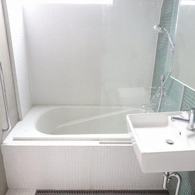 クリアで清潔感があるお風呂