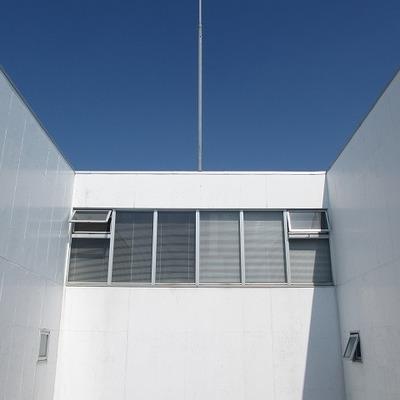 白×青=爽やか!共有部からみえる空がきれいでした