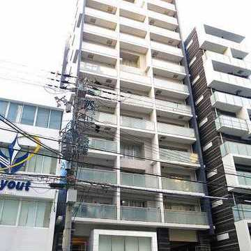 14階建てのマンションはなかなか立派な外観。