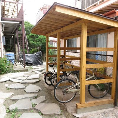 自転車置き場も雰囲気統一。