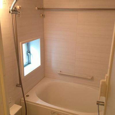 お風呂も広々、分譲タイプ※写真は別部屋
