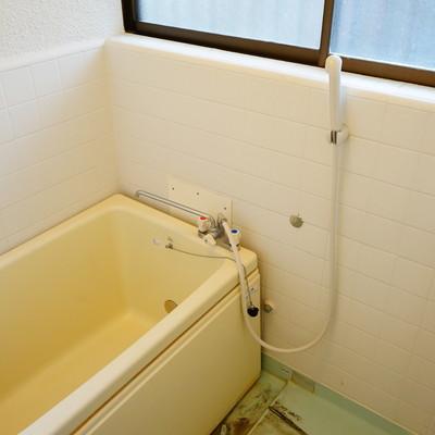 お風呂は追い炊きと窓が嬉しい♪