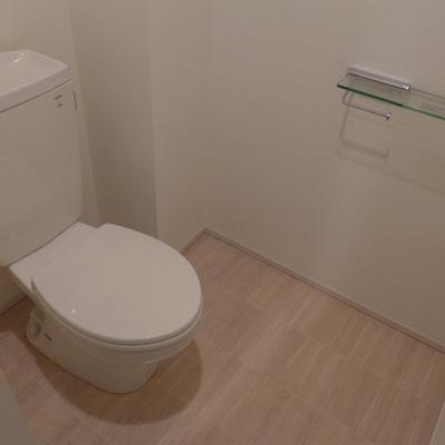 トイレも広く、シンプルで綺麗!
