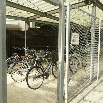 自転車置場もしっかり完備