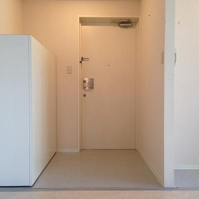 玄関にシューズボックスとクローゼット※別部屋