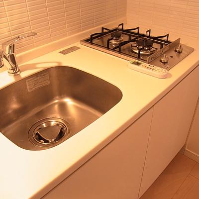 使い勝手の良さそうなシンプルなキッチン※※写真は別部屋です