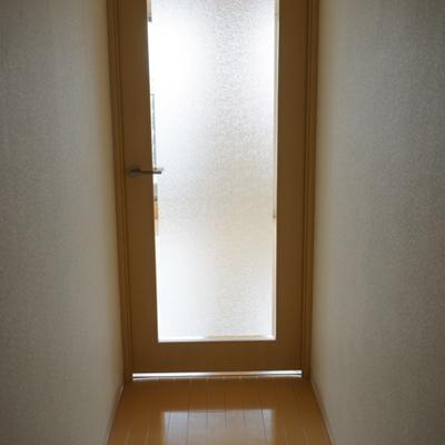 廊下や扉も。綺麗。